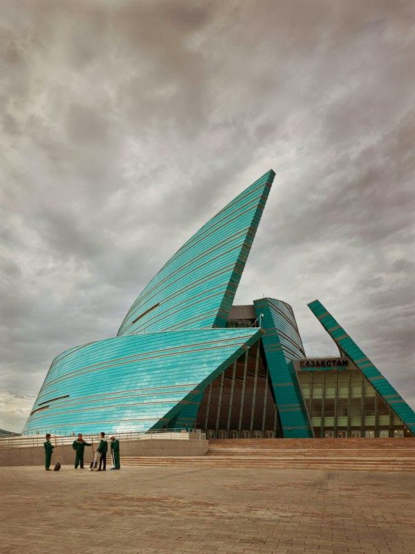 Sala central de conciertos, Astana, Kazajstán. 2009, arquitecto Manfredi Nicoletti.