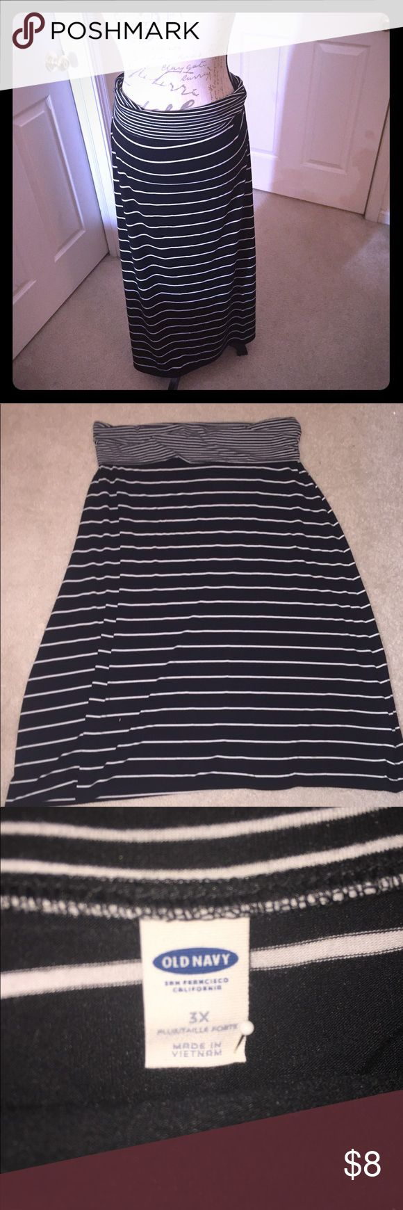 Old Navy Black and White stripe maxi skirt Super comfortable cotton stripped maxi skirt. 37' inches long from folded over waist band. Waist 23' inches across. (Pinned on mannequin) Old Navy Skirts Maxi