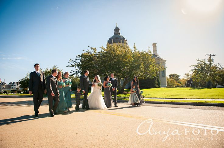 anyafoto.com #wedding #weddingparty #bridalparty #bridesmaids #groomsmen #bride #groom #longaquabridesmaiddress #aquabridesmaiddress #greygroomsmensuit #springflowers #springbouquet #park #springlake