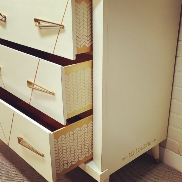 Commode vintage avec motif géométrique à chevron par ta touche - relooking de meubles sur mesure (atelier situé à Chambly)
