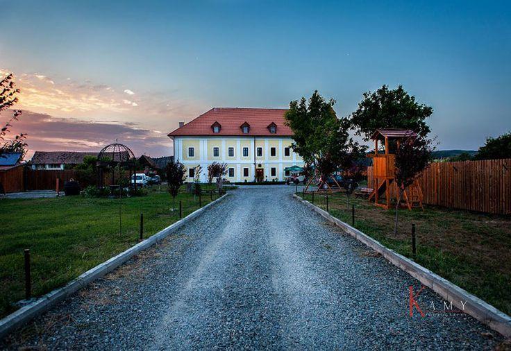 Castel Haller, #Romania, #Mures, #Ogra #Castel #Cazare #OfertaCazare #DescoperaRomania #Evenimente #Piscina #Spa #Restaurant #Vacanta #Calatorii #Travel #ShiftTour  Castelul a fost construit in secolul XVII si este situat la 22 km de Targu Mures pe drumul european E60 in localitatea Ogra, si la 9 km de Aeroportul International Transilvania. Pensiunea Castel Haller va ofera cele mai bune conditii de petrecere a unui sejur turistic sau de afaceri, fiind locatia ideala pentru organizarea de…