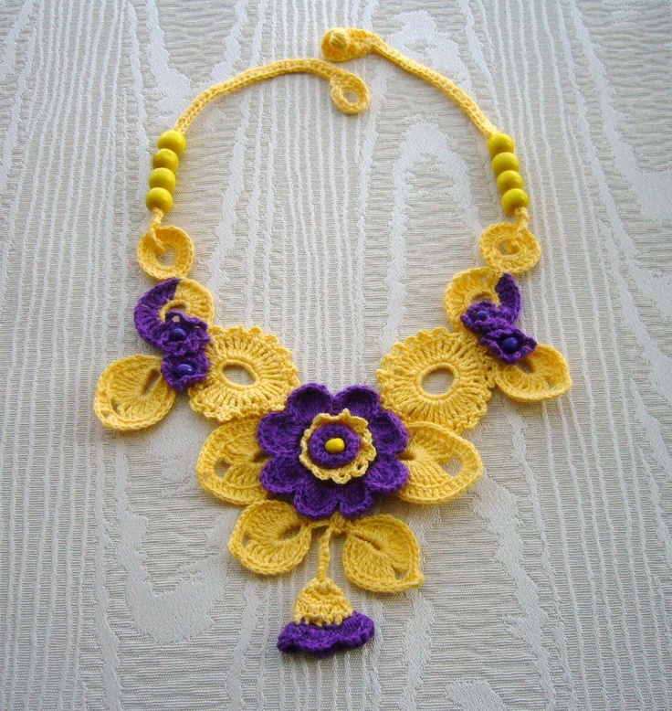 Crochet floral necklace www.etsy.com/shop/CraftsbySigita