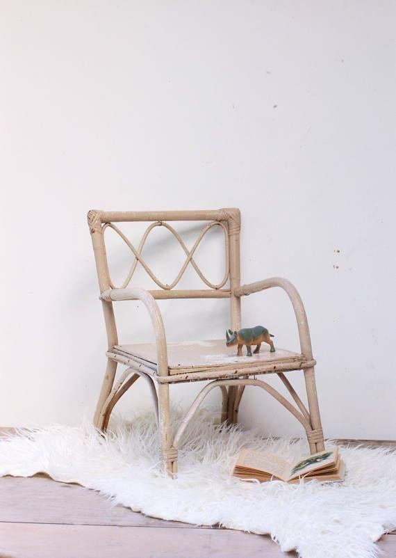 Chaise en rotin pour enfant. Fauteuil rotin peint en gris