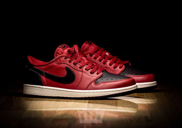 This Air Jordan 1 Low OG features a Gym Red upper with black accents along with the OG Nike Air branding on the tongue.