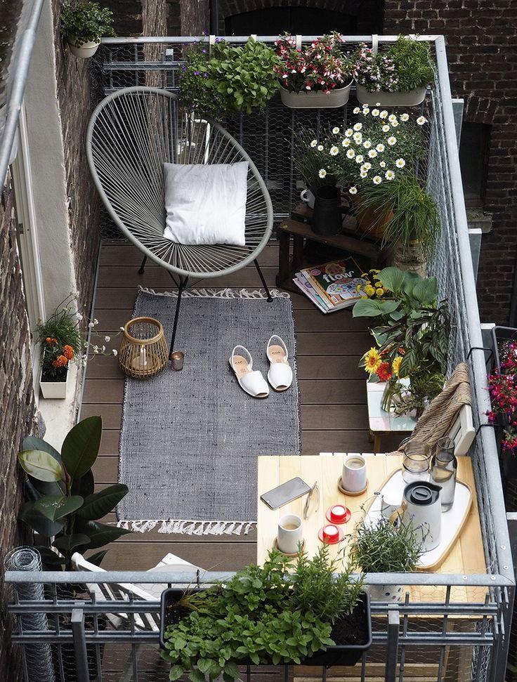 ¡Balcones, un espacio por descubrir! Decohunter. Las ciudades crecen cada vez más de manera vertical. Y es precisamente la falta de espacio el reto que tiene los apartamentos pequeños para crear terrazas o balcones que ofrezcan el suficiente espacio exterior para las personas. Lee más aquí