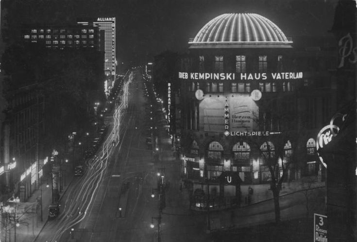 Night-time view of Stresemannstrasse in July 1932, showing the Haus Vaterland. The Hotel Fürstenhof is in the left foreground while the brightly illuminated building in the distance is Europahaus, opposite the Anhalter Bahnhof.