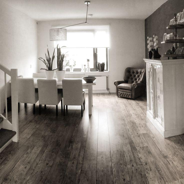 25 beste idee n over bruine woonkamers op pinterest for Bruine eetkamerstoelen