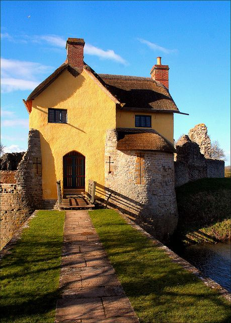 .:  Cottage at Stogursey Castle  :.         The gatehouse built within the grounds of the ruined Stogursey Castle in Somerset which is now let as a holiday cottage.