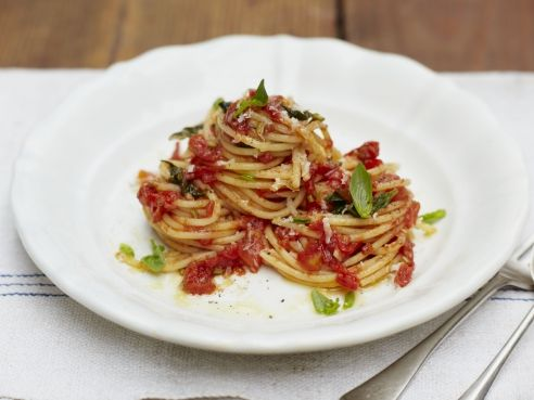 Easy pasta and tomato sauce