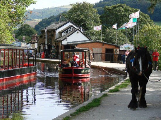 Horse Drawn Canal Narrow Boat, Llangollen Wharf