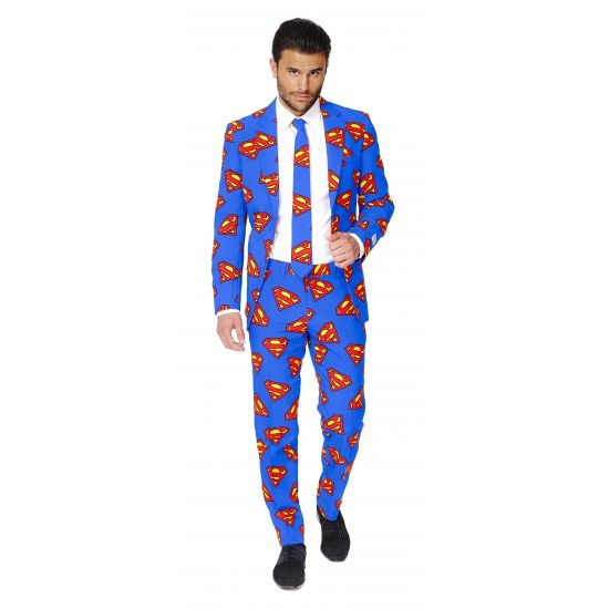 Heren kostuum met Superman print. Blauw pak voor heren met een all-over Superman print. Het pak is gemaakt van hoogwaardig polyester en wordt geleverd met bijpassende stropdas.