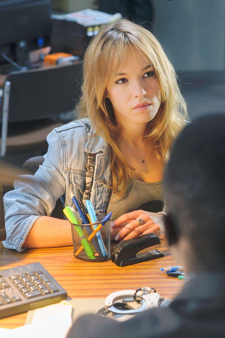 Photo de Elodie Fontan dans la Saison 1 de la série Duel au soleil