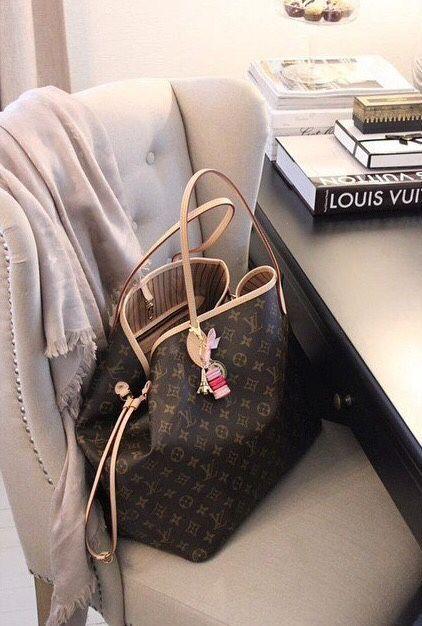 Laissez-vous piquer la vedette avec ce sac Louis Vuitton ! www.leasyluxe.com #vuittonbag #workinggirl #leasyluxe