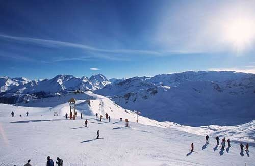 Les 3 Vallées, one of the biggest ski areas in France including the following resorts : Courchevel, La Tania, Les Ménuires and Méribel