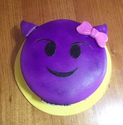 #Emoji #fondant #cake by Volován Productos   #instacake #puq #Chile #VolovanProductos #Cakes #Cakestagram #SweetCake
