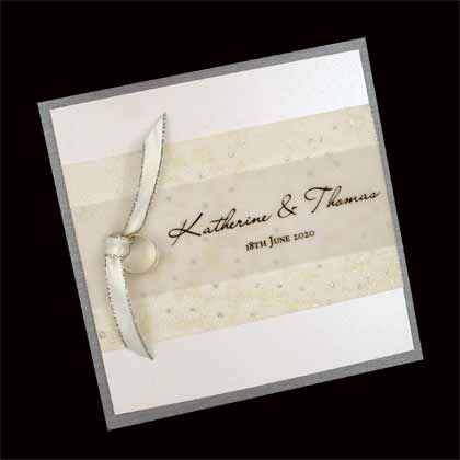 This square folding invitation has two wedding rings tied with ribbon.www.kardella.com