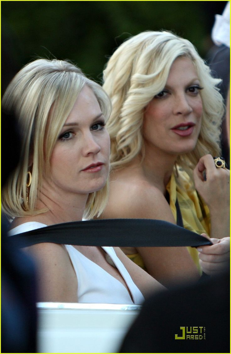 Tori Spelling and Jennie Garth Nail 90210 | tori spelling jennie garth 90210 24 - Photo