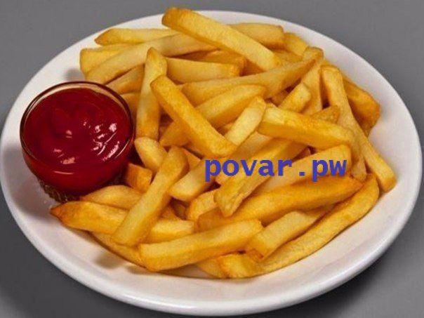10 вкусных рецептов из картофеля  1). Картофель Дофинэ  Ингредиенты:  - 9 шт. картофеля, средних, одинаковой величины - 9 ч. л. сливочного масла - 9 пластинок сыра голландского или Гауда толщиной 5 мм - соль и молотый перец по вкусу  Приготовление:  Картофель вымыть и очистить, срезав небольшой кусочек с одного края, так, чтобы картофель можно было поставить вертикально. По всей длине картофеля ножом сделать надрезы, как если бы вы нарезали для картофеля фри, но не дорезая до края…