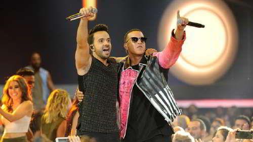 """La verdad sobre el supuesto pleito entre Daddy Yankee y Luis Fonsi / Daddy YankeeyLuis Fonsino se odian, ni siquiera tienen un enfrentamiento personal a pesar de los desencuentros ocurridos tras el éxito de""""Despacito"""", al menos eso confirmó aUnivision Entretenimientoel licenciadoEdwin Prado, quien representa los intereses de Yankee.  La clave detrás de las aparentes tensiones involucran a un tercero y tienen que ver con"""