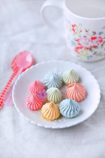 COLORFUL MERINGUE COOKIESFavors, Fun Recipe, Meringue Cookies, Birthday Treats, Pastel Colours, Food, Colors Meringue, Colours Palettes, Bright Colors
