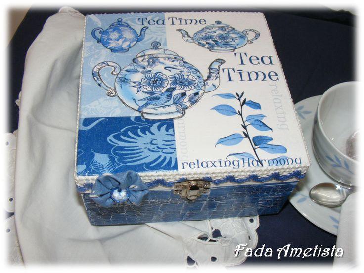 Caixa em Madeira para chá - Decoupage. https://www.facebook.com/FadaAmetista/photos/a.1592364754414325.1073741841.1589593488024785/1592364761080991/?type=3&theater