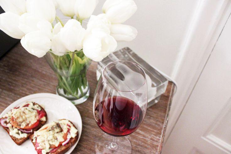 Toasts and red wine. Harri Koskinen Block lamp and white tulips.