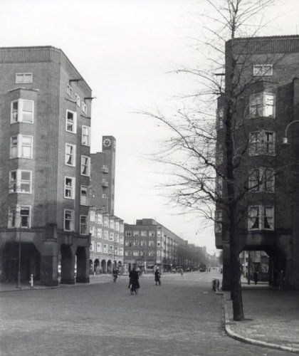 1943. Jan Evertsenstraat in Amsterdam West. Photo Spaarnestad / Wiel van der Randen. #amsterdam #1943 #JanEvertsenstraat