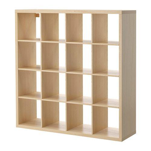 KALLAX Estantería IKEA Como tiene el mismo acabado en todos los lados, puedes utilizar el mueble como separador de ambientes.