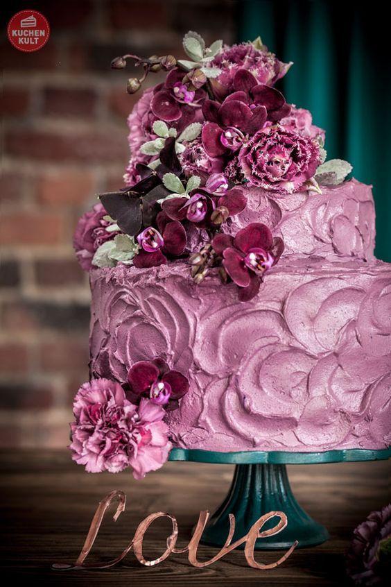 #Tortenverzierung #Spachteloptik #Orchideen #Blumendeko auf #Torte, #Hochzeit #Hochzeitstorte #selbermachen #Coppenrath und Wiese #rustikal #lila #rezept #wedding #cake #dessert #urban #style #rustic #violett #flowers #orchid #DIY #recipe