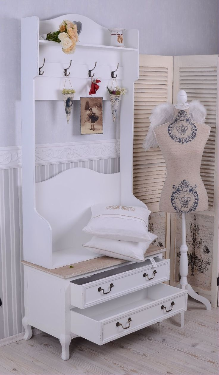 die besten 25 garderobe shabby chic ideen auf pinterest shabby chic b cherregal kiste. Black Bedroom Furniture Sets. Home Design Ideas