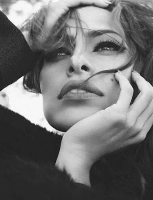 Eva Mendes vs Raquel Welch