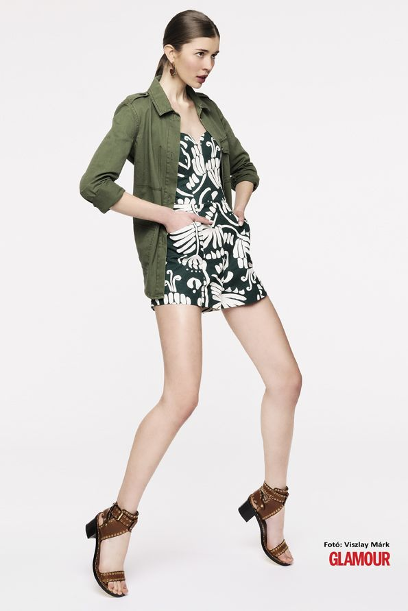Etnikus + katonai. És még overall is! Ethnic print jumpsuit for summer. It's a big DO! Military style shirt is a plus.