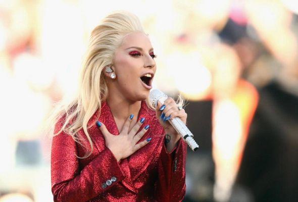 Nyanyikan Lagu Kebangsaan AS, Lady Gaga Menangis. Kenapa Ya..