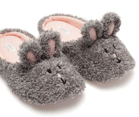 Rabbit slippers - OYSHO (€19,99)