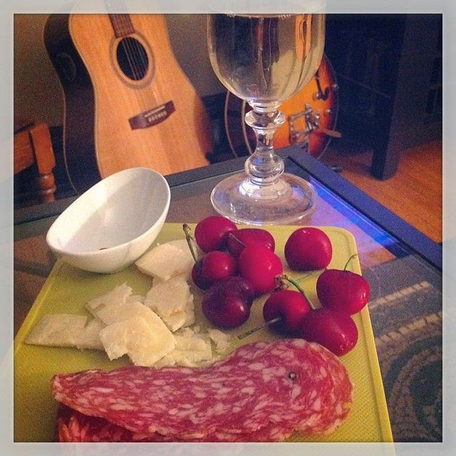 Mmmm snack time. #cdncheese #simplepleasures #ontwine #shoplocal #eatfresh #yummy #music #guitar #Seagul #artist #gretch #family