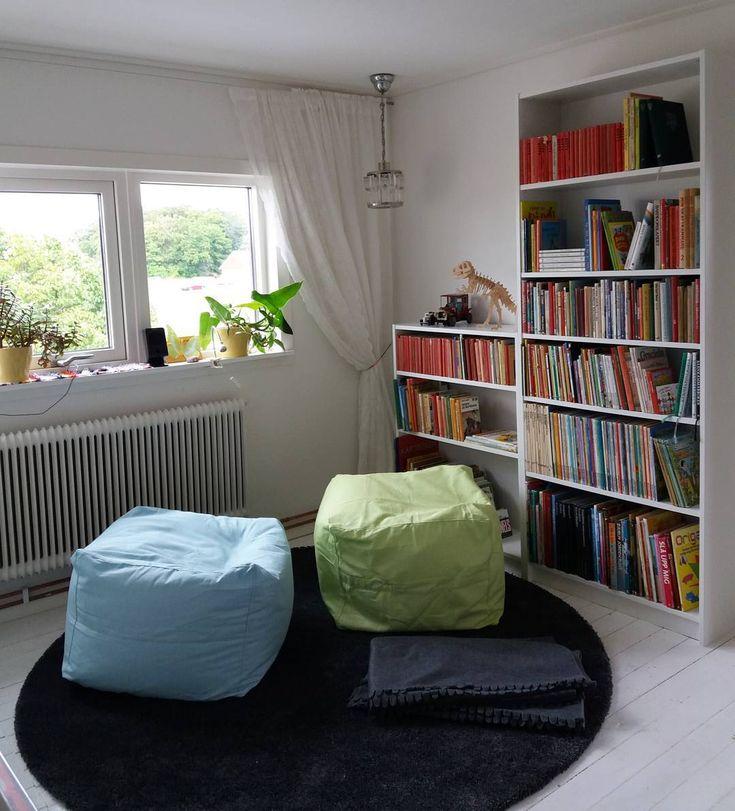 Fixat myshörna till tjejerna☺  #billybokhylla #ikea #vardagsrum #interiordesign #inredning #livingroom #renovering