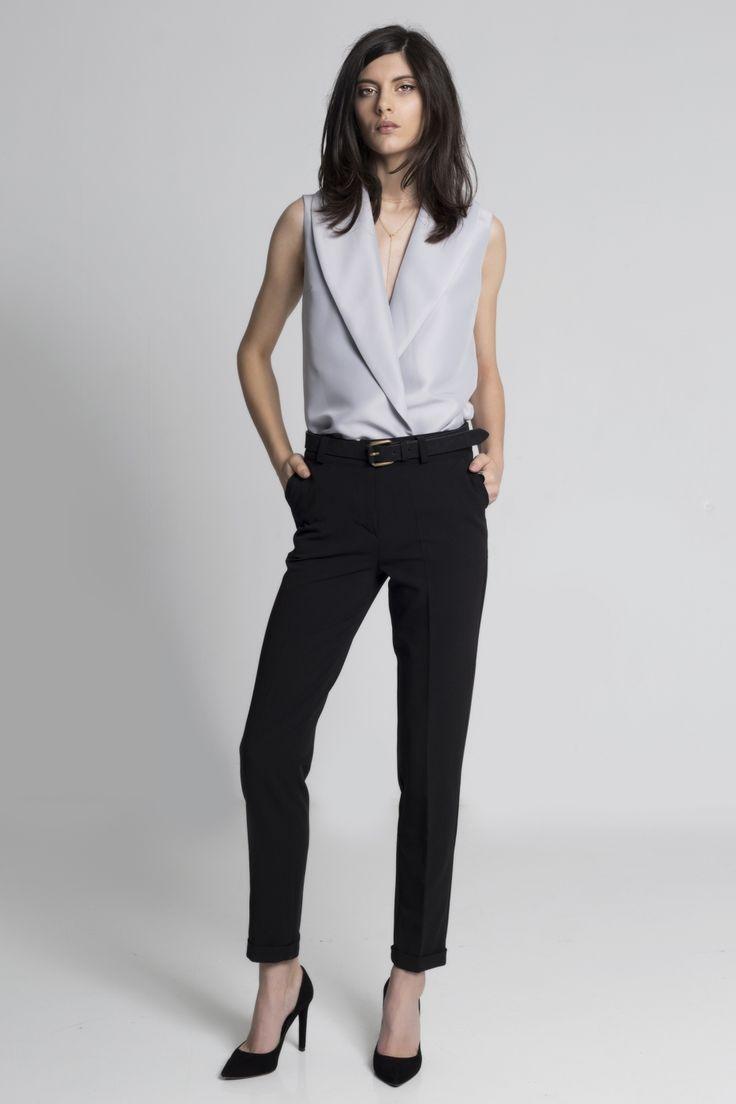 Pantaloni negri pentru femei marca SOIGNE