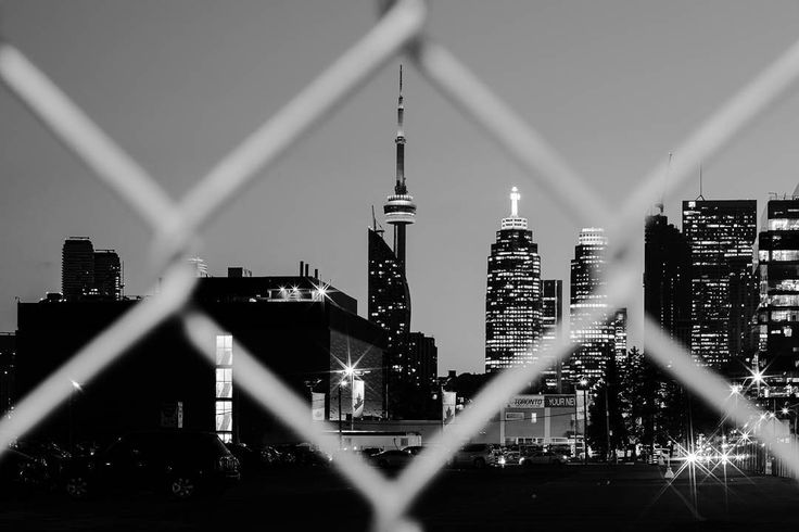 Finding symmetry... #cntower #toronto #blackandwhite #cityscapes
