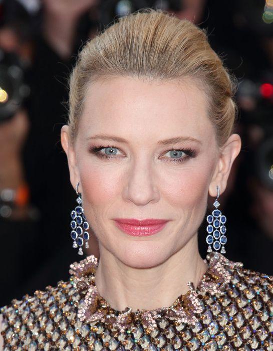 Cate Blanchett en Chopard http://www.vogue.fr/joaillerie/red-carpet/diaporama/les-plus-beaux-bijoux-du-festival-de-cannes-2014-parures-haute-joaillerie-diamants/18735/image/1001164#!cate-blanchett-chopard-film-dragon-2-festival-de-cannes-2014