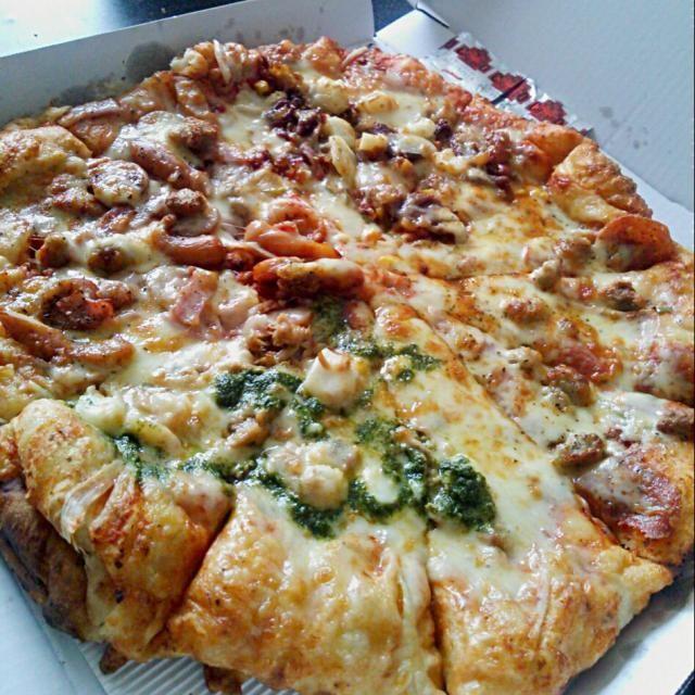 ここのピザ。。。美味しいーーーー(ノ´∀`*)  てか。。。すごいボリューーミーーー(笑) - 83件のもぐもぐ - Chicago  Pizza♪♪ グランドレストラン☆ by pastachinge03