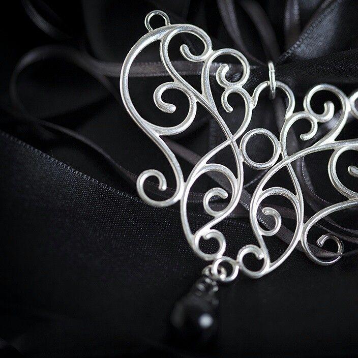 Carla pendant, silver and Onyx. Photo: Nina Maaninka Photography