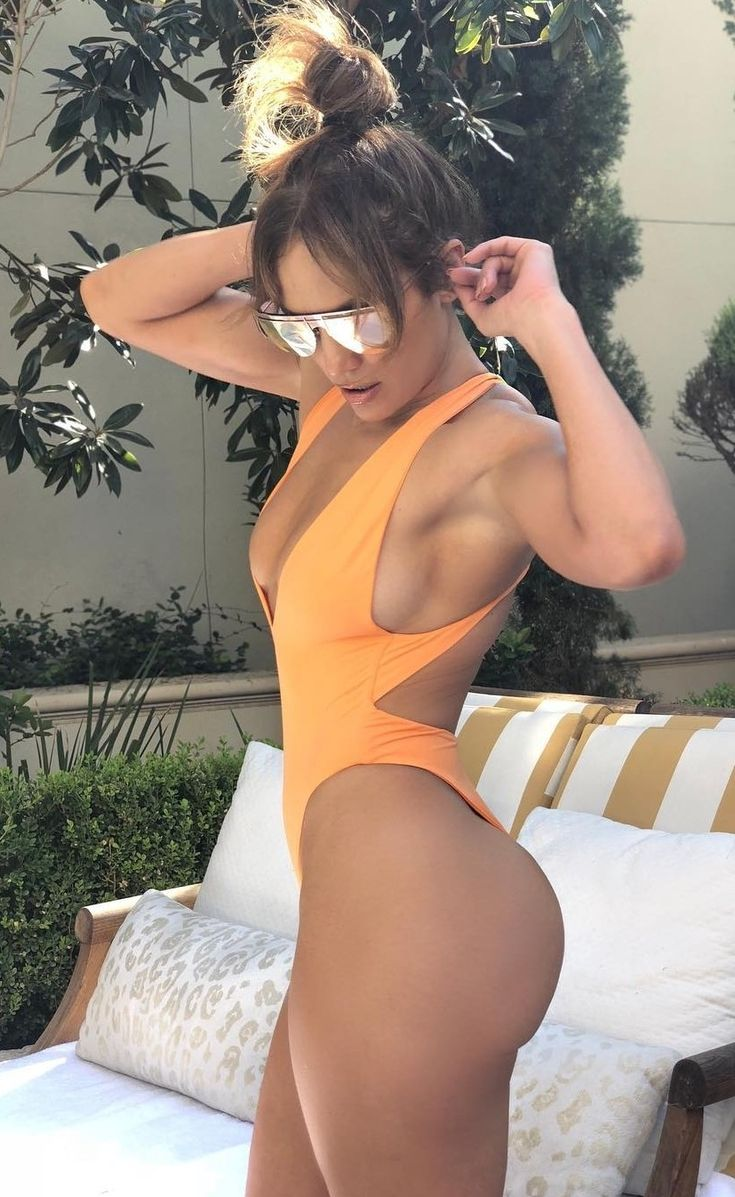 Jennifer Lopez Nude - 4 Pictures: Rating 8.24/10