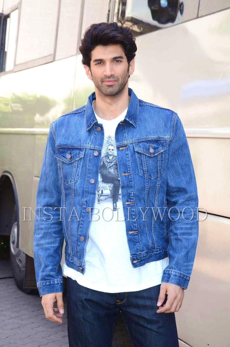 Aditya Roy Kapur Snapped At Mehboob Studio