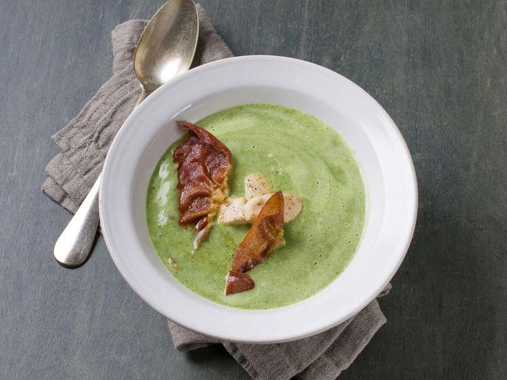 Smakfull suppe fulle av næringsstoffer som farger opp enhver grå hverdag. Suppen blir ekstra mettende og god med kylling og stekt spekeskinke.