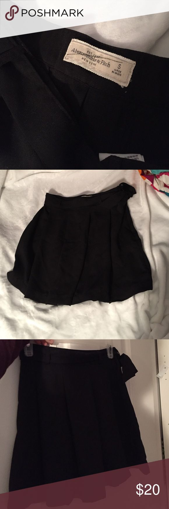BNWT Abercrombie and Fitch Black Pleaded Skirt BNWT Abercrombie and Fitch Skirt size small. Color: black size: small Abercrombie & Fitch Skirts Mini