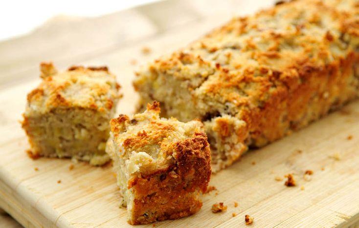 Heerlijk voedzaam en gezond cake recept van amandelmeel, banaan, kokos en noten.
