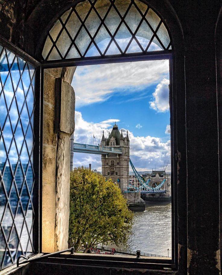 молодой фото ночного лондона из окна часть