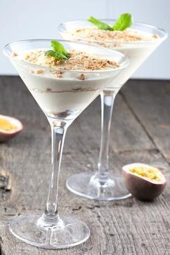 Super makkelijk en snel dessert, klaar in minder dan 10 minuten! Passievrucht en Griekse yoghurt mousse is zacht, zoet en een klein beetje zuur.