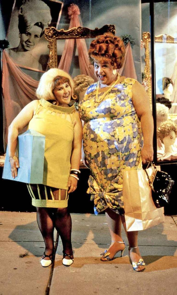 Ricki Lake & Divine as 'Tracy & Edna Turnblad' in ...