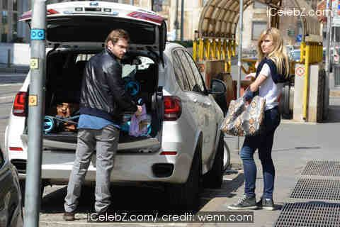 Michelle Hunziker Michelle Hunziker and partner Tomaso Trussardi return home with their baby daughter Sole after spending the weekend with friends http://www.icelebz.com/events/michelle_hunziker_and_partner_tomaso_trussardi_return_home_with_their_baby_daughter_sole_after_spending_the_weekend_with_friends/photo1.html